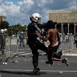 2420210762-durante-o-protesto-em-brasilia-na-quarta-feira-policias-entraram-em-conflito-com-os-manifestantes.jpg